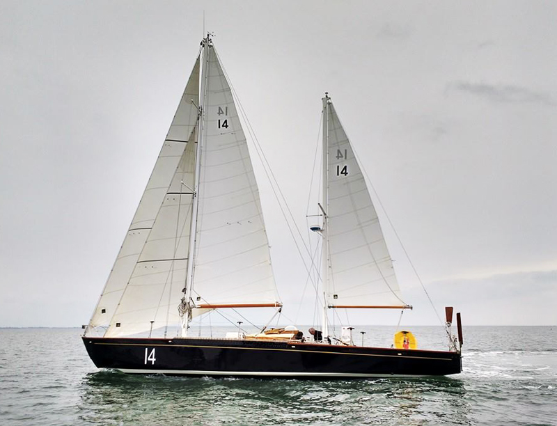 Pen Duick II et ses voiles All Purpose